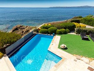 83.546 - Waterfront villa ...