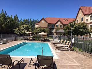 20-Minute Drive from the San Diego Zoo | Complimentary Breakfast + Outdoor Pool