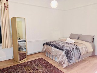 A WONDERFUL FLAT NEAR TO CENTRAL LONDON NW11 8DL
