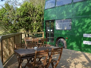 Amazing converted double decker bus, lovely private spot, Bantham, South Devon
