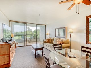 Third floor condo w/ a furnished lanai & shared pool - right by the ocean!