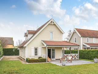 Beautiful home in Wemeldinge w/ WiFi and 3 Bedrooms (HZE117)