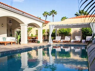 NEW - Palm Hills Villa, Country Club Glam on the Golf Course