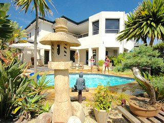 Oceana Villa Beach House - 5 Bedrooms Gorgeous Sea View and Table Mountain View