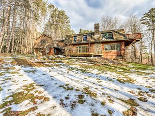 Spacious, dog-friendly home w/ fireplace, deck, & full kitchen - close to slopes