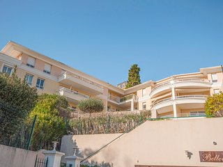 Nice home in Grasse w/ WiFi and 2 Bedrooms