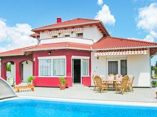 Amazing home in Gyenesdiás w/ WiFi and 4 Bedrooms (UBN700)