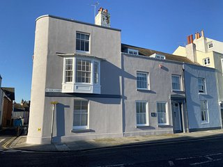 The Beach House - A large, coastal holiday home in Deal, Kent, sleeping 7
