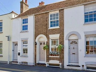 Charming, period cottage located just off the vibrant  high street of Deal