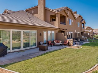 Oasis On The Green- Right off tee box #5! Spacious Home With Luxury Furnishings!