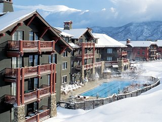 Aspen 3 bedroom/3 bathroom ski in/out in Luxurious Ritz Carlton!
