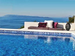 Villa Glory Grande with swimmingpool and panoramic sea view