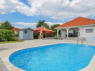 Beautiful home in Gyenesdiás w/ Outdoor swimming pool and 3 Bedrooms (UBN950)