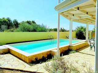 Pizzo Villa Sleeps 6 with Pool and Air Con