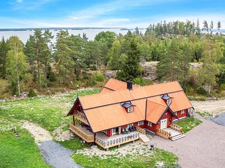 Awesome home in Västra Näshulta w/ Sauna, WiFi and 5 Bedrooms (S67029)