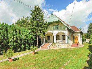 Amazing home in Balatongyörök w/ WiFi and 4 Bedrooms (UBN812)