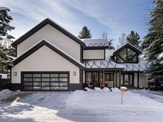 Special! Luxury Home in Aspen's West End. Media Room, Private Hot Tub, Multi-Lev