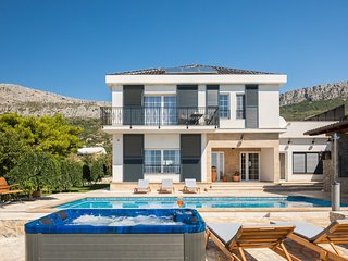 Beautiful Villa Zvonimir, in Dalmatia, with a Pool