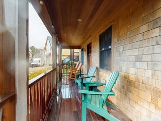 Gorgeous, newly built West End home - walk to Commercial St/historic district!