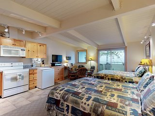 Delightful lakefront studio w/water views from balcony, and shared dock