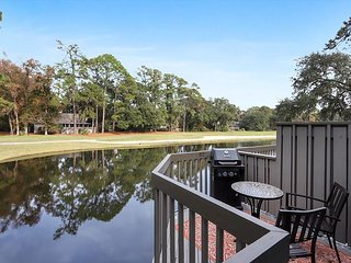 Sea Pines 2 Bedroom Golf Course and Lagoon view, short walk to Harbour Town.