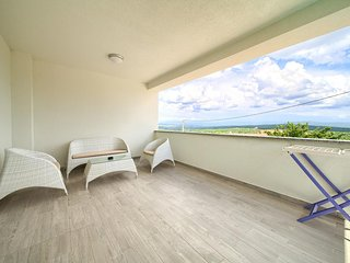 Salatic Apartment Sleeps 4 with Pool and Air Con - 5821669