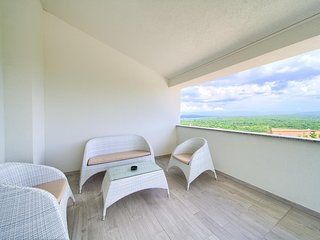 Salatic Apartment Sleeps 4 with Pool and Air Con - 5821668