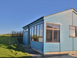 C22 Marnid, Riviere Towans - 2 bedroom traditional chalet with great sea views