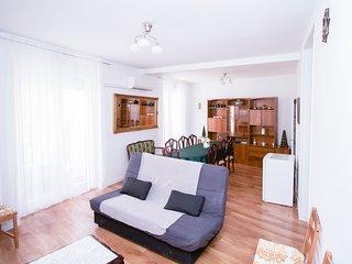 Apartment up for 12 at Tirso de Molina