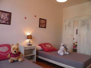 Murol: meublé 45m² classé 3 étoiles, pour 2 adultes + 2 enfants