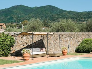 Villa on the Lucca's hills with private pool and view on the vineyards