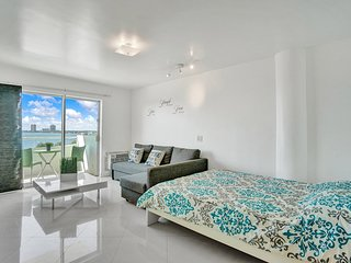 Beautiful studio with water view Boat and jet sky rental available on site