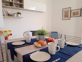 Villa Elena: Porzione di villetta in residence con piscina a Lido degli Scacchi.