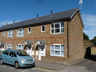 2-Bed House in Sittingbourne, DW Lettings 4FW