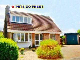 ★ FABULOUS HOLIDAY COTTAGE, Near BEACH & SHOPS, LARGE GARDEN, CONSERVATORY,