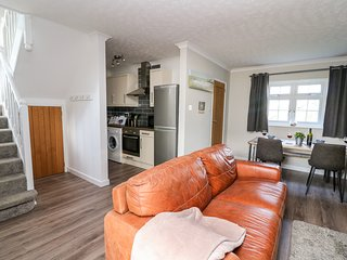 TY RHYS, ground floor, open plan, access to beaches, in Aperporth, Ref 953237