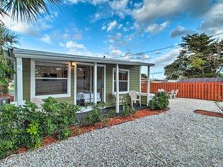 NEW! Centrally Located West Palm Apt: 1 Mi to Golf