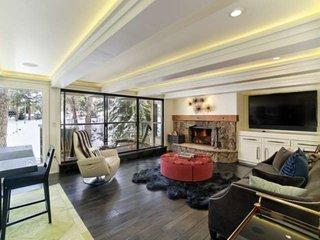 Aspen Rental With Stylish Finishes.  Balcony With River View.  Wood FP, Hot Tub,