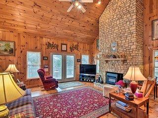 NEW! Pet-Friendly Cozy Cabin w/Views By Black Rock