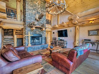 NEW! Luxe Ski-In/Ski-Out Cabin w/Hot Tub & Deck