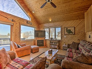 NEW! Cozy Home On Houghton Lake w/ Kayaks+Fire Pit