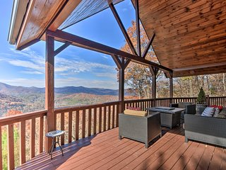 Blue Ridge-View Cabin: Hot Tub, Sauna, Pool Table!