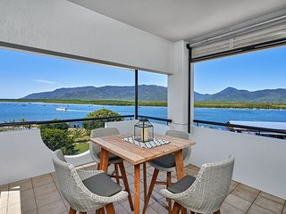 Luxury Cairns Penthouse Apt with Ocean Views (903)