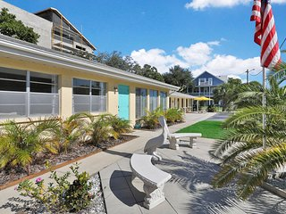 Beautiful beach house with sunny patio - great location near beach!