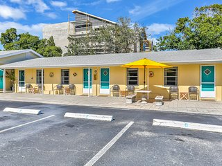 Newly renovated beach studio retreat w/ a full kitchen – steps from the beach