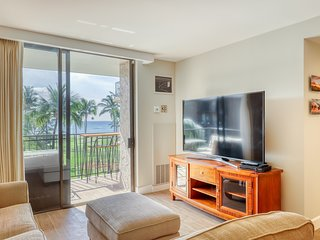 Oceanfront condo w/shared outdoor pool, views of the ocean, and shared grill