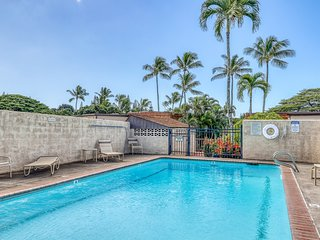 Light, bright ocean view home w/ Wifi, full kitchen, shared pool. Many updates!