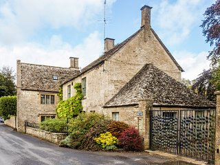 Unique & Historic Cotswold Cottage near Cheltenham
