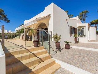 Vale do Lobo Villa Sleeps 6 with Pool Air Con and WiFi - 5821182