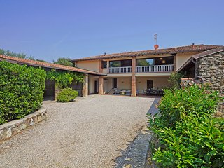 Villaggio Dante Alighieri Villa Sleeps 15 with Pool Air Con and WiFi - 5821543